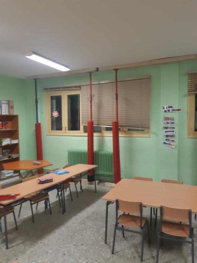 Colegio en mal estado en Sarria