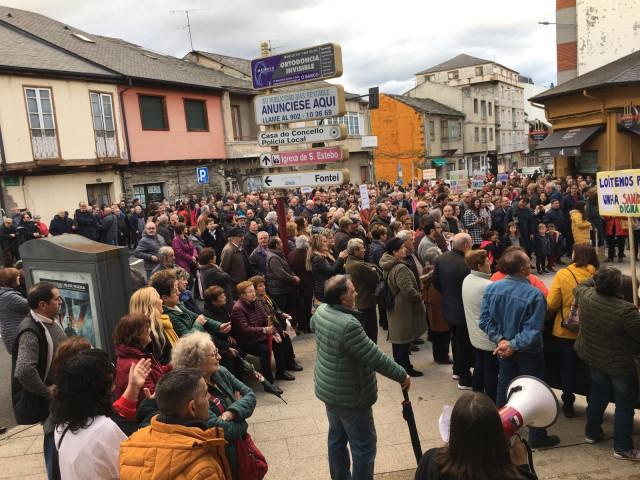 Más de 1.000 personas se manifiestan en A Rúa (Ourense) para exigir la construcción de un centro de salud y la mejora de la atención primaria en la comarca de Valdeorras