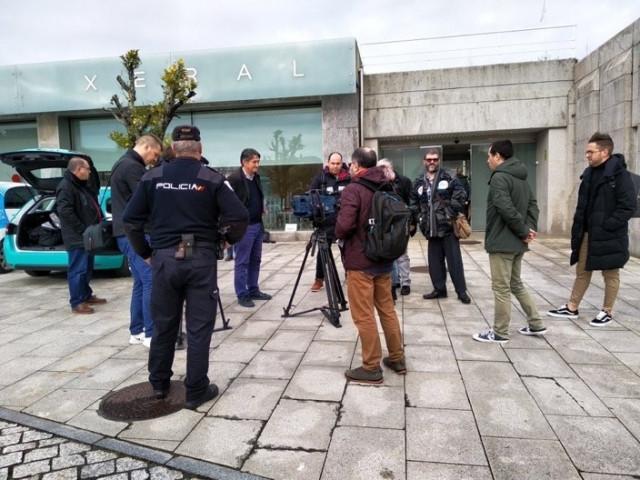 Policía impide unas declaraciones de sindicatos ante el registro de San Caetano