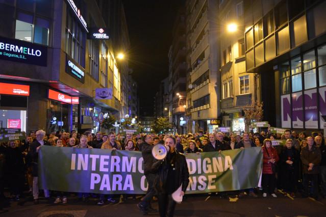 Manifestación en Ourense convocada por la plataforma Por un Tren Digno contra el proyecto de la intermodal