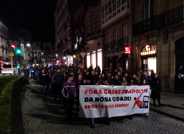 Manifestación contra las casas de apuestas celebrada este miércoles, día 19 de febrero, en Santiago de Compostela