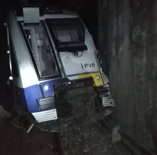 Un tren de FEVE descarrila en Mañón (A Coruña)