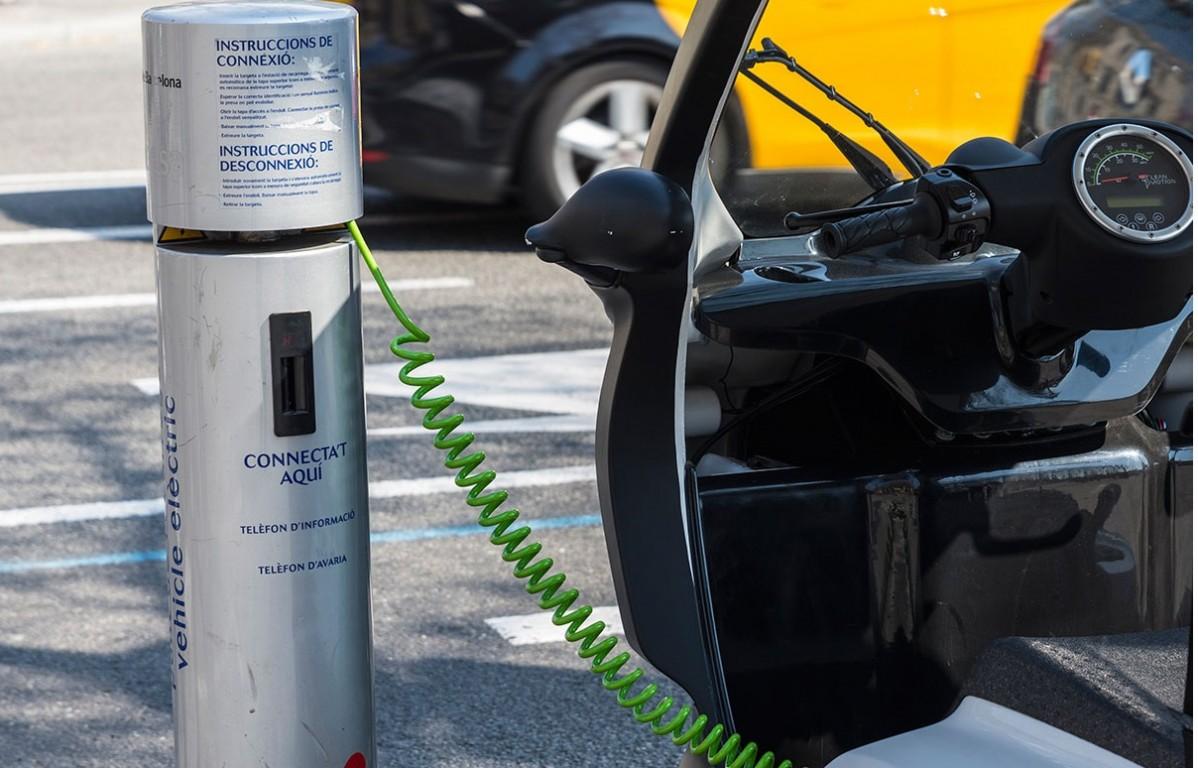Punto de recarga de vehículos eléctricos en Barcelona